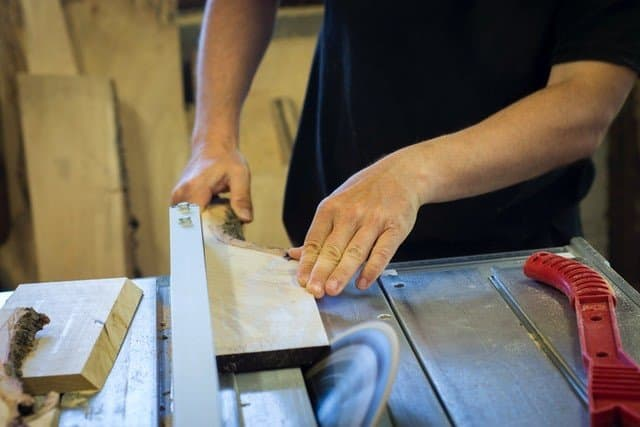 How to make money from woodworking in your own garage